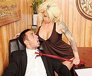 Смотреть секс со зрелой секретаршей блондинкой и похотливым боссом - 1