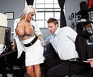 Классический секс с грудастой блондинкой с бритой вагиной - 1