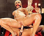 Красивый трах лесбиянок с секс игрушками - 4