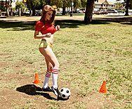 Сексуальная рыженькая давалка любит трахаться в пизду с накаченными спортсменами - 1