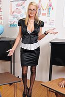 Смотреть анальный секс со светловолосой грудастой училкой в школе #5