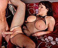 Смотреть порно с черноволосой женщиной на большом пенисе - 5
