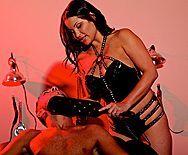 Пышная зрелая мулатка в чулках трахается в пизду со своим мужем - 1