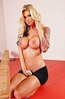 Смотреть вагинальный секс грудастой блондинки с татуировками на йоге #2