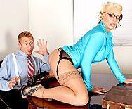 Анальный секс с взрослой блондинкой с большой жопой - 1