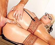 Анальный секс с взрослой блондинкой с большой жопой - 4