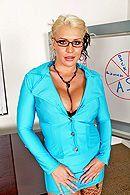 Анальный секс с взрослой блондинкой с большой жопой #1