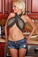 Смотреть трах в пизду грудастой блонды на кухне #5