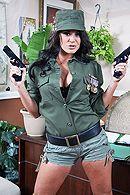Смотреть жесткий трах развратной брюнетки в военной форме с её подчиненным #1