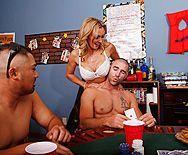 Красивый трах сексуальной мамочки с большими сиськами - 1