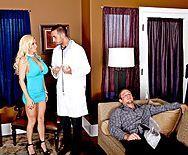 Смотреть анальный секс с сексуальной зрелой блондой - 1