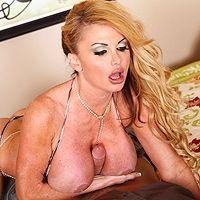 Смотреть порно ненасытной зрелой блондинки с любовником