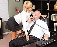Смотреть трах в пизду блондинки с большими сисечками - 1