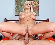 Смотреть порно с сексуальной блондинкой в анальное отверстие - 4