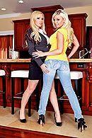 Две сексуальные подружки трахаются в пизду с другом #1