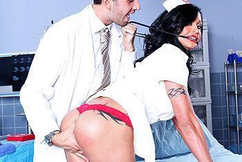 Анал доктора с медсестрой с упругой попкой