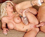Жесткое порно привлекательной блондинки с лысым любовником - 5