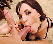 Смотреть домашний анал с сексуальной брюнеткой в сетчатых чулках - 2