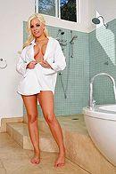Смотреть секс с нежной пышногрудой блондинкой в ванной #1