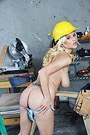 Смотреть страстный секс с блондинкой на стройке #3