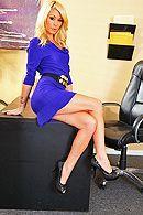 Длинноногие блондинки мастурбируют в офисе бритые киски #1
