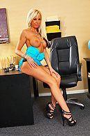 Длинноногие блондинки мастурбируют в офисе бритые киски #4
