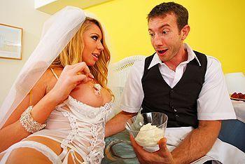 Смотреть жаркий секс невесты с работником отеля в номере