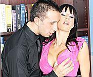 Анальный трах в офисе с сексуальной бизнес-леди в чулках - 1