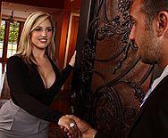 Жаркий секс с молодой пышногрудой блондинкой - 1