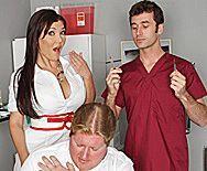 Смотреть анал пациента с развратной молоденькой медсестрой в чулках - 1