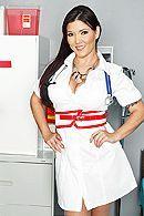 Смотреть анал пациента с развратной молоденькой медсестрой в чулках #1