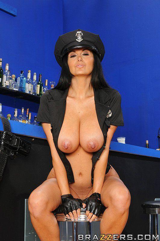 Секс с зрелой в униформе девушки челками