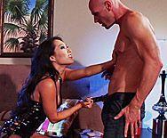 красивый и горячий секс с привлекательной азиаткой в чулках - 1