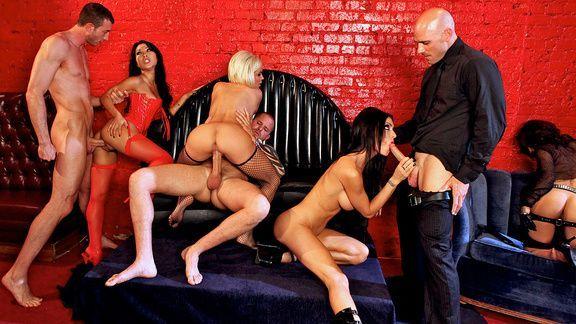 Смотреть групповое порно с сексуальными порно звездами
