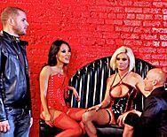 Смотреть горячий групповой трах с сексуальными ненасытными красотками - 1