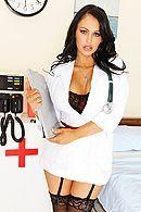 Порно пациента с двумя страстными медсестрами в чулках #3
