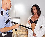 Смотреть горячий секс полицейского со стройной брюнеткой - 1