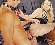 Жесткий секс парня со зрелой развратной мамашкой в эротическом наряде - 4