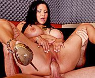 Жаркий секс с пышной брюнеткой с огромными сиськами - 5