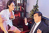 Секс босса с сексуальной молодой секретаршей в чулках - 1