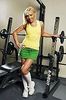 Смотреть жаркий секс с блондинкой в спортзале #1