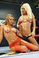 Групповое секс втроем со стройными блондинками в чулках #4