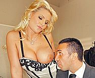 Смотреть порно молодого босса в офисе с горячей зрелой блондинкой - 1