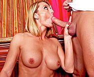 Порно молодого плотника со зрелой мамкой на кухне - 2