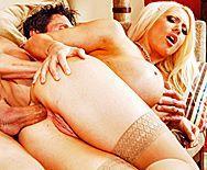 Смотреть жесткий домашний анал с блондинкой в чулках с большими сиськами - 4