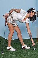 Страстный секс на поле для гольфа с ненасытной брюнеткой #5