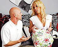 Страстный домашний секс с милой молодой блондинкой - 1