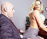 Смотреть жаркий секс в офисе со зрелой опытной блондинкой - 1