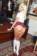 Порно развратного учителя с горячей блондинкой в униформе школьницы #3