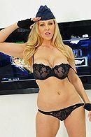 Смотреть порно солдата со зрелой блондинкой в униформе #2